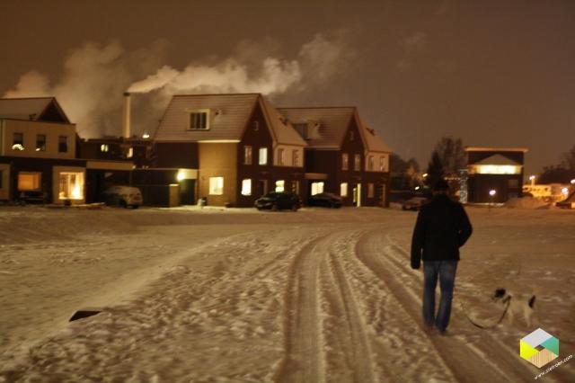 avondwandeling in de sneeuw